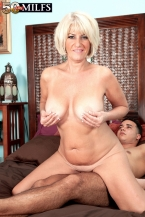 First-timer Desire wants a creampie