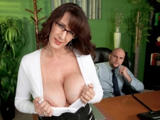 Fucking the gigantic boobed HORNY HOUSEWIFE who's wearing glasses