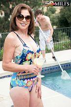 The pool boy copulates Cashmere's ass